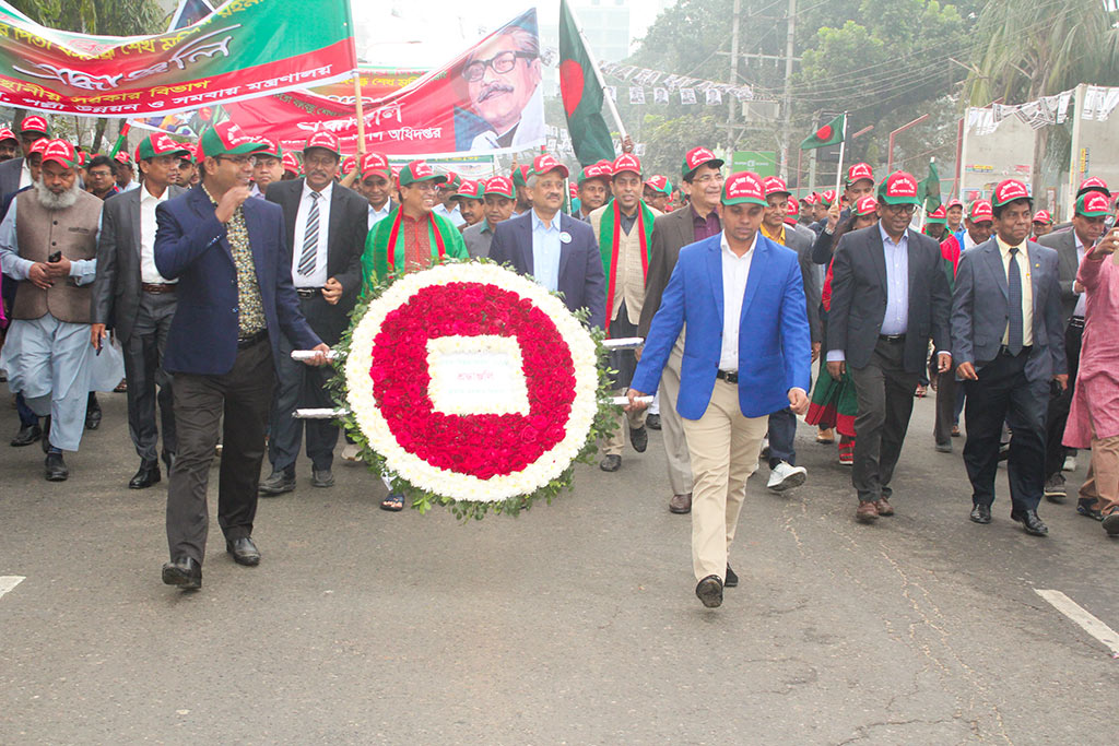 LGED Honorable Chief Engineer Mr. Md. Abul Kalam Azad along with LGD Honorable Senior Secretary Mr. S.M. Ghulam Farooque are placing floral wreath at the portrait of the Father of the Nation, Bangabandhu Sheikh Mujibur Rahman at Dhanmondi 32 no. road to mark the National Victory Day 2018. LGD and LGED officials are also present.